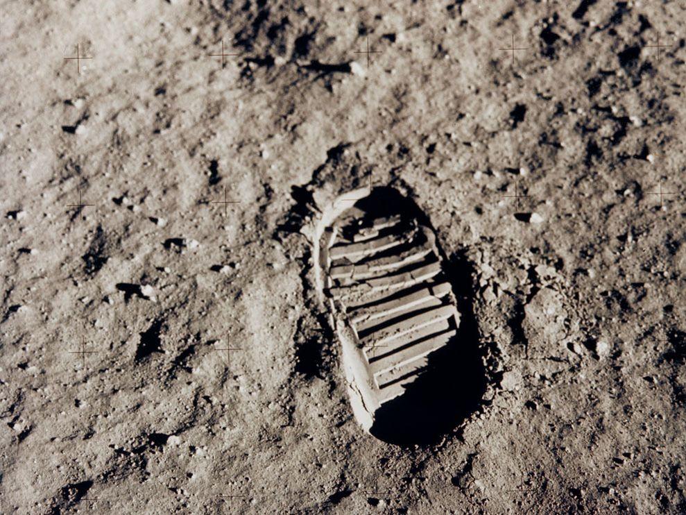 moon-footprint_6426_990x742